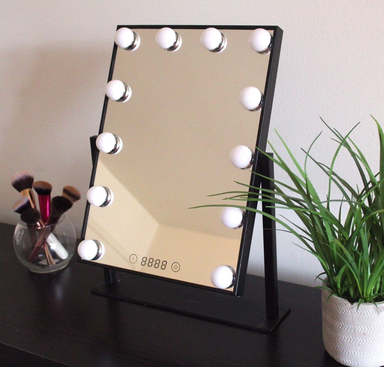 lighting applying makeup, vanity mirror, estala, estala skin care, estala mirror, Hollywood vanity mirror, lighted mirror