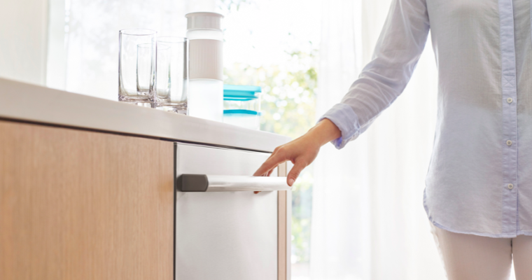 Reasons to use a Dishwasher over Hand-Washing